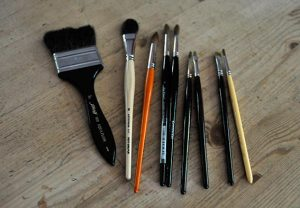 Watercolor Tools for Beginners - Choose the right brush, natural hair or synthetic. Your brush needs a good point.